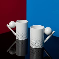 """Geometry-collection-DesignK Byung, founder of DesignK, has a new collection of tableware called the Geometry Collection. With forms inspired by Oskar Schlemmer's """"Triadisches Ballett"""", this collection gives a nod to Bauhaus design with its graphic fading pattern and its geometrical shapes. The geometric components get translated into tableware to make up the handles and the lids."""