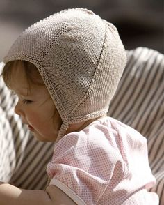 Strik for en god sag: Uldtrøje til baby Knitting For Charity, Baby Hats Knitting, Knitting For Kids, Baby Knitting Patterns, Baby Patterns, Knitted Hats, Crochet Pattern, Baby Barn, Baby Accessories