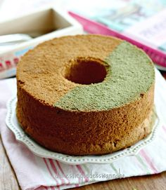 It has been a few weeks and I was itching to bake a chiffon cake. Since I had a pack of matcha pudding mix, I thought I'd try my hand at baking a Matcha Pudding Chiffon Cake. Chiffon cakes are so v...