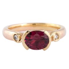 #Ruby #Ring by Susan Peires http://www.fldesignerguides.co.uk/engagement-ring-designer/susanpeires