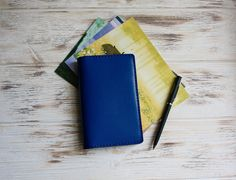 Royal blue leather field notes cover - ideal for your pocket journal! Leather Notebook, Leather Journal, Sticker Organization, Stationary Supplies, Notebook Ideas, Sketchbook Ideas, Etsy Handmade, Handmade Items, Journal Covers