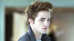 """Apesar do sucesso, o ator Robert Pattinson afirmou que desprezava o seu papel como Edward Cullen na saga """"Crepúsculo"""". Ele declarou que, quanto mais lia o roteiro, mais detestava o personagem e, por isso, o interpretou como um maníaco-depressivo que odiava a si mesmo."""