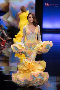 Andrew Pocrid Simof 2018 Flamenco Costume, Flamenco Dancers, Pop Art Fashion, Fashion Show, Women's Fashion, Dance Dresses, Flamenco Dresses, Spanish Dancer, Spanish Fashion