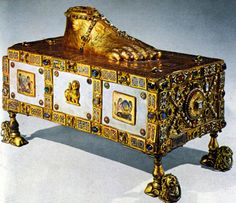 Portable reliquary altar of St. Andrew. Gold, ivory, enamel. C. 980. Trier, Germany.