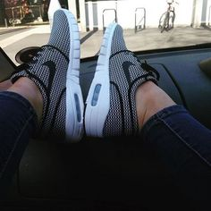 mad for monochrome in Nike Skateboarding Stefan Janoski Max black and white trainers. c/o @kirstenleighjackson