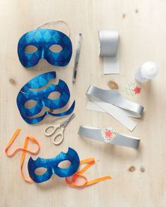 Super hero mask & belt using dollar store items. #pretendPlay #kids #parties