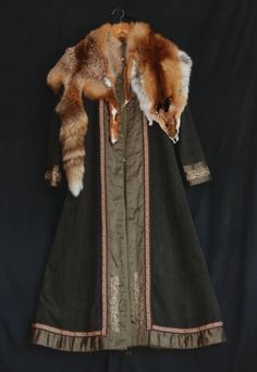 Green Viking lady coat with embroidery, silk and fox skin - OthalaCraft