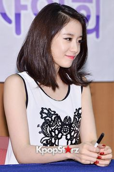 Close-up photo: T-ara's Jiyeon Holds Fan Sign Event for the First Solo Album 'Never Ever' - June 21, 2014 [PHOTOS] : Photos : KpopStarz
