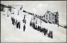 Sogn og Fjordane fylke Aurland kommune Stalheim Hotell Hopprenn i skibakken. Tidlig 1900-tallet