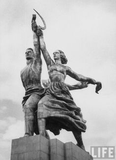 Worker and Peasant Statue, Moscow Russia (photo Hammer And Sickle, Modern Art Movements, Socialist Realism, Russian Revolution, Soviet Art, Political Art, Art Nouveau, Art And Architecture, Old Photos