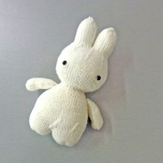 knitterbees: Miffy and her balloon plush toy pattern Teddy Bear Patterns Free, Animal Knitting Patterns, Miffy, Knitted Animals, Baby Knitting, Knitting Toys, Free Knitting, Knitted Dolls, Craft Sale
