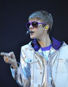 An Irish music critic has called Justin Bieber's change of musical direction from Pop to alternative Sham Rock.