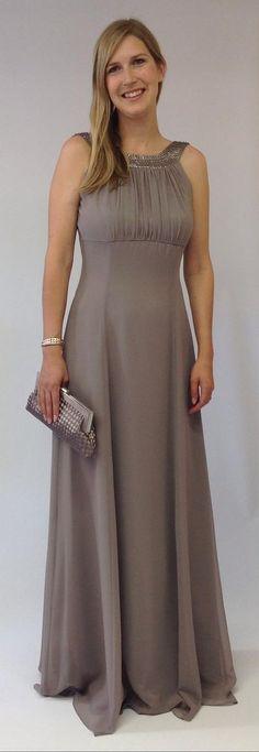 Vera Mont - Ein Traum in Taupe ist dieses verführerische, lange Abendkleid. Der fliessende Stoff mit dem Zierbesatz und dem schönen Rückenausschnitt verschafft einen unvergesslichen Auftritt. Shoulder Dress, One Shoulder, Vera Mont, Formal Dresses, Fashion, Bridesmaids, Formal Dress, Clothing, Women's