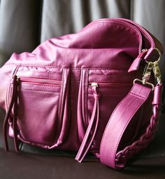A giveaway opportunity! Chance to win a beautiful Epiphanie bag at Eclectic Recipes ;) Good luck!