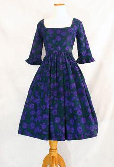$75 Vintage Fashion, 1950s/1960s purple floral Dress for fall #vintage #vintagedress #1950s