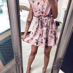 """9a486cab00 Mosquito on Instagram  """"Sukienka  POWDERFLOWRRS 🌸🤩 Komu się podoba  🙈  Czeka na Was w sklepie 👌🏻 www.mosquito.pl  skleponline  polishgirl ..."""