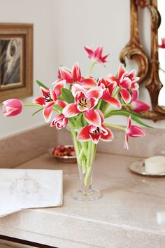 Simple Flower Arrangements (Three Flowers or Less! Spring Colors, Spring Flowers, Daffodils, Tulips, Types Of Eucalyptus, Spring Flower Arrangements, Spray Roses, Pretty Designs, Simple Flowers
