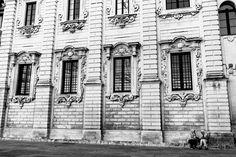 Lecce tra luce e istante [5/7]  Non sempre lo sguardo riesce ad andare oltre  Raffaella De Palma  [su instagram @whydigitalphoto]