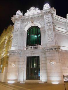 Edificio Banco de España- Esquina entre calle Alcalá y Barquillo. Se aprecian las obras en la calle Alcalá