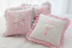 Drewniana Szpulka. Lovely girly pillows.
