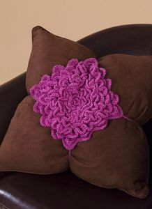 Free crochet project - flower for your throw pillow.