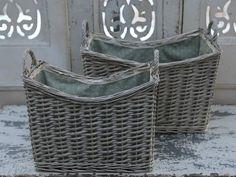sivé košíky