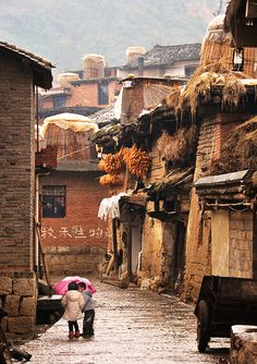 Chengzi Old Village (兩小無猜), Yunnan, China by Rosanna Leung Vietnam, Bhutan, Landscape Photography, Travel Photography, Cultures Du Monde, China Architecture, China Travel, Monuments, Wonders Of The World