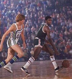 Hawks vs Bucks, Pistol vs Big O. I Love Basketball, Basketball Pictures, Basketball Shirts, Basketball Players, Sports Images, Sports Photos, Oscar Robertson, Jordan Quotes, Pistol Pete