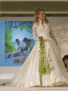 Gorgeous Sassi Holford V Gown