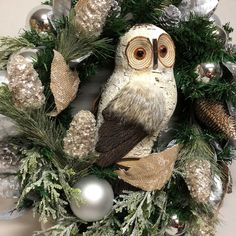 Owl wreath, 2018 Owl Wreaths, How To Make Wreaths, Christmas Wreaths, Christmas Swags, Holiday Burlap Wreath, Christmas Garlands