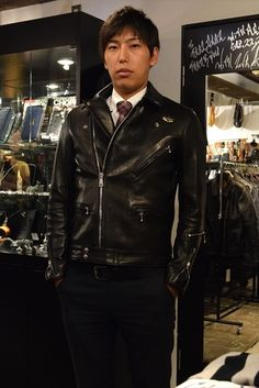 Riders Jacket, Bomber Jacket, Men's Leather Jacket, Leather Jackets, Men's Wardrobe, Mens Fashion, Suits, Men's Style, How To Wear