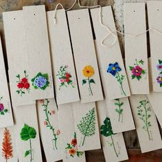 Embroidery on binding paper Simple Embroidery, Hand Embroidery Stitches, Embroidery Designs, Bookmark Craft, Diy Bookmarks, Bookbinding, Paper Crafts, Handmade, Etsy