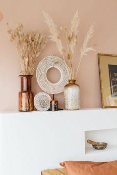 Antwoord op 2 meest gestelde vragen | DIY hoofdbord slaapkamer - SUUS Bedroom Inspo, Home Bedroom, Home Living Room, Happy New Home, Pink Home Decor, Bedroom Green, Home And Deco, My New Room, Cozy House
