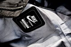 Nike-Sportswear-NSW-Blitz-Parka-443875-010-GORE-TEX-Black-Jacket-Windbreaker-Feature-Product-Photography-By-Tom-Cunningham-6.jpg (800×532)