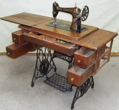 Though electric sewing machines were all the go in the I learned to sew on my mother's old Singer machine. This was the singer treadle sewing machine - sewed on my mother's electric machine with knee operation Treadle Sewing Machines, Antique Sewing Machines, Objets Antiques, Retro Vintage, Vintage Buttons, Old Singers, Sewing Notions, Learn To Sew, The Good Old Days