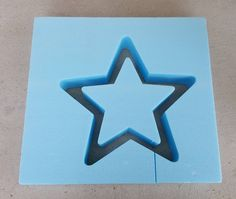 BETONGIESSFORM   Beton Giessform - STERN abgerundet + offen  Aussenstern Höhe: 20 cm Innenstern Höhe: 14 cm Tiefe: ca. 6,4 cm  Hier bekommst Du 2 in 1 Formen. Der Große Stern kan einmal mit...