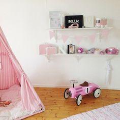 """Även sovrum fick sig en omgång på den """"fula"""" väggen Vintage Cars, Your Favorite, Create Your Own, Toddler Bed, Good Things, Furniture, Instagram, Home Decor, Child Bed"""