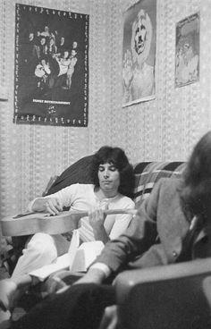 Freddie Mercury (love the george harrison poster behind him too)