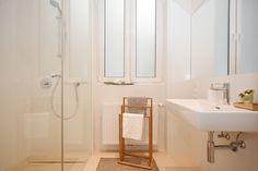 #Home Staging - Badezimmer Staging, Vanity, Bathroom, Home, Full Bath, Role Play, Dressing Tables, Washroom, Powder Room