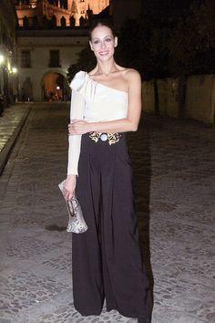Me encantó Eva González con pantalones anchos negros en un acto celebrado esta semana en Sevilla.