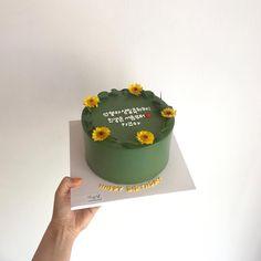Pretty Birthday Cakes, Pretty Cakes, Beautiful Cakes, Amazing Cakes, Happy Birthday, Mini Cakes, Cupcake Cakes, Korea Cake, Pastel Cakes