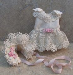 This auction is for a highly detailed Victorian style dress set for a 5 all bisque French mignonette doll. This set is new and was designed and hand sewn by me using off white antique silk fabri Baby Doll Clothes, Doll Costume, Bisque Doll, Ribbon Work, Dress Set, Beautiful Crochet, Antique Dolls, Doll Patterns, Silk Fabric