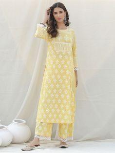 Stylish Dresses For Girls, Stylish Dress Designs, Designs For Dresses, Simple Kurta Designs, Kurta Designs Women, Indian Dresses, Indian Outfits, Pakistani Outfits, Indian Designer Outfits