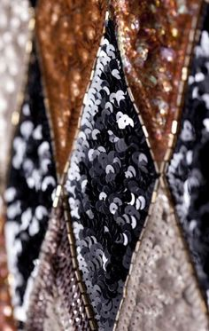 Détail de broderies d une robe réalisée pour Zizi Jeammaire en 1968.  Photographie de Sophie Carre.  Document Musée Yves Saint Laurent.