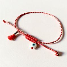 Μάρτης με ματάκι και φουντίτσα March, Beads, My Favorite Things, Bracelets, Jewelry, Floss Bracelets, Handmade, Tejidos, Accessories