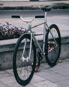 Fixie bike art beautiful 54 ideas for 2019 Fixi Bike, Fixed Gear Bicycle, Bike Wheel, Bike Seat, Bmx Bikes, Bici Retro, Bici Fixed, Velo Design, Sr500