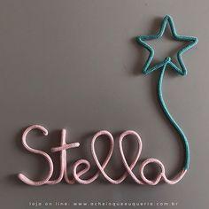 Stella Para orçar/encomendar acesse o site - link no perfil☝️e escolha o modelo 'Nome com balão estrela'. No campo comentários informe o nome e as cores. Para inicial maiúscula compre uma letra a mais. #portamaternidade #itsagirl #stella #babygirl #desing #kidsroom #babyroom #decor #maedemenina #quartodemenina #quartodebebe #instakids #instababy #gravida #gravidez #maternidade #tricotin #icord #rabodegato #rosabebe10 #verdeagua6 #stellaaoqeq