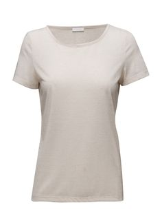 DAY - Town Round collar Made from a linen blend. Linen is naturally lightweight and breathable. Classic Practical Timeles T-Shirt Round Collar, Day, Classic, Mens Tops, T Shirt, Shopping, Fashion, Derby, Supreme T Shirt