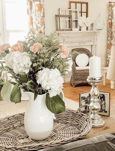 Vintage Home Decor Antique Decor, Vintage Home Decor, Vintage Antiques, Decorating Blogs, Tray, Farmhouse, Table Decorations, Interior Design, Crafts