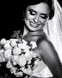 A nossa linda noiva Stephane  http://ift.tt/1O9LVe0  #weddingphotography #weddingphotographer #casamento #bride #canon #clauamorim #claudiaamorim  #photooftheday #happiness #vestidodenoiva #fotodecasamento #fotografodecasamento #love #vestidadebranco #lapisdenoiva #yeswedding #bridetobride #bride2bride  #noivinhasdegoiania. #casar #voucasar #noivas #noivasdobrasil #noivas2016